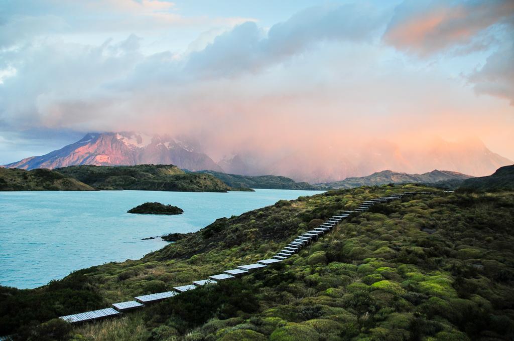 Le massif des Torres del Paine au lever du soleil - Chili