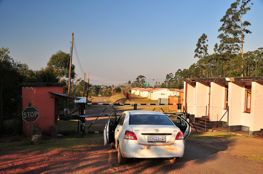 Barrière fermée au poste frontière de Bulembu, au Swaziland