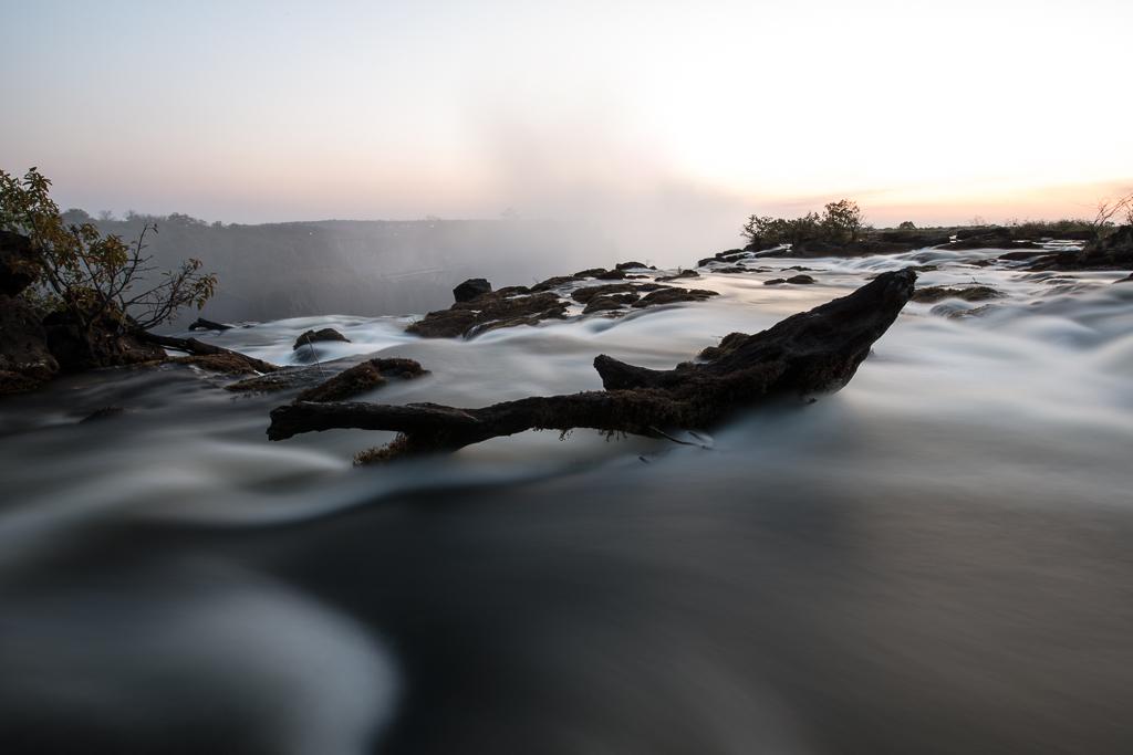 Les rapides du fleuve Zambèze juste en amont des Chutes Victoria - Zambie